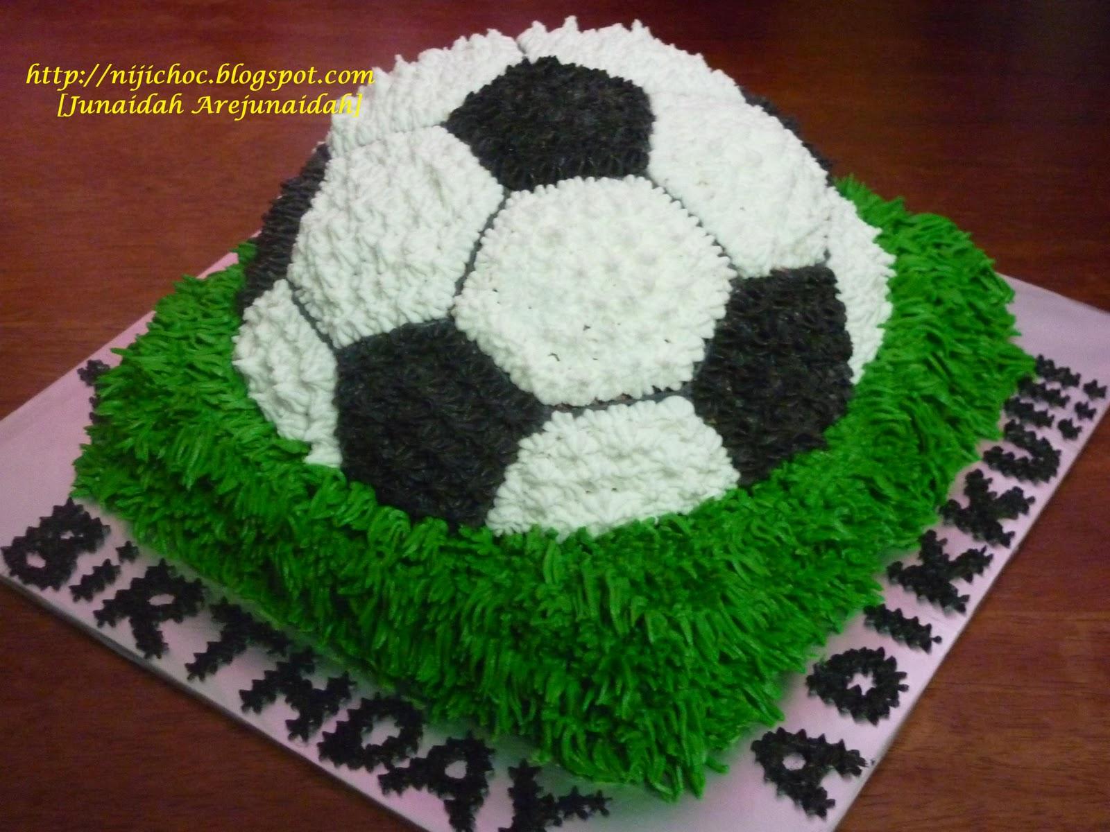 Niji Choc Alhamdulillahball Cake For Lil Bro Kotak Makan Duo Sunday Green Alhamdulillahsiap Kek Bola Happy Birthday Adikkutqvm Yek Nurulfor Ur Order With Choclenkali Leh G Eh Dik Hihihi