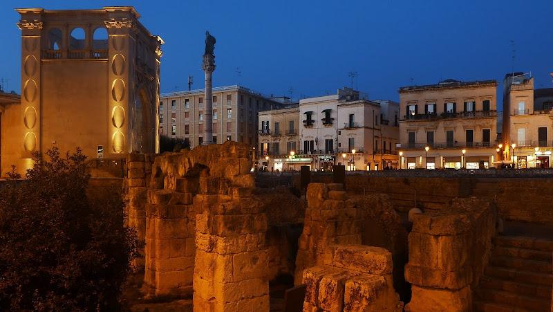 Sedile, Endsäule Via Appia und das Amphitheater in Lecce