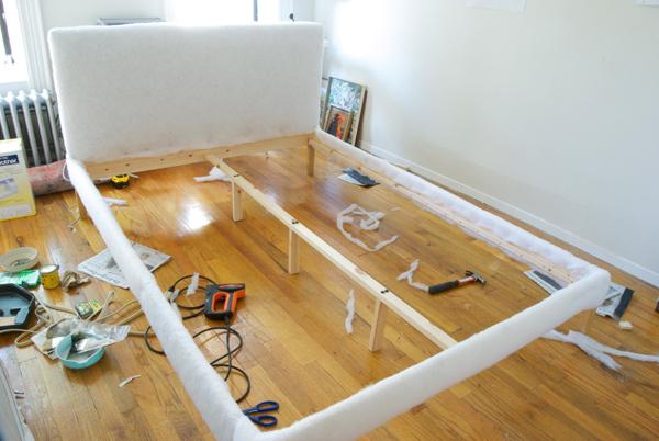 Die wohngalerie polsterbett zum selbermachen - Kopfteil bett selber bauen ...