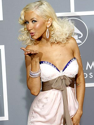 christina aguilera haircut. christina aguilera 2011