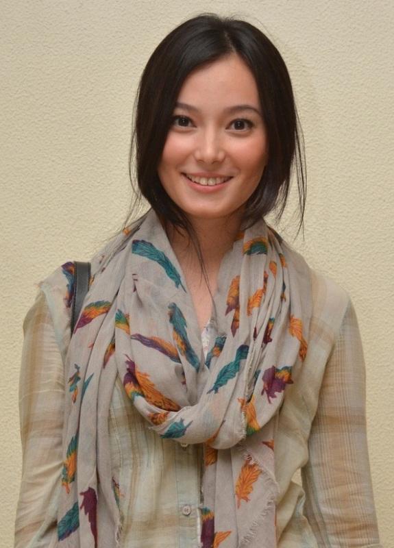 Profil dan Biografi Lengkap Asmirandah - Artis Cantik Indonesia