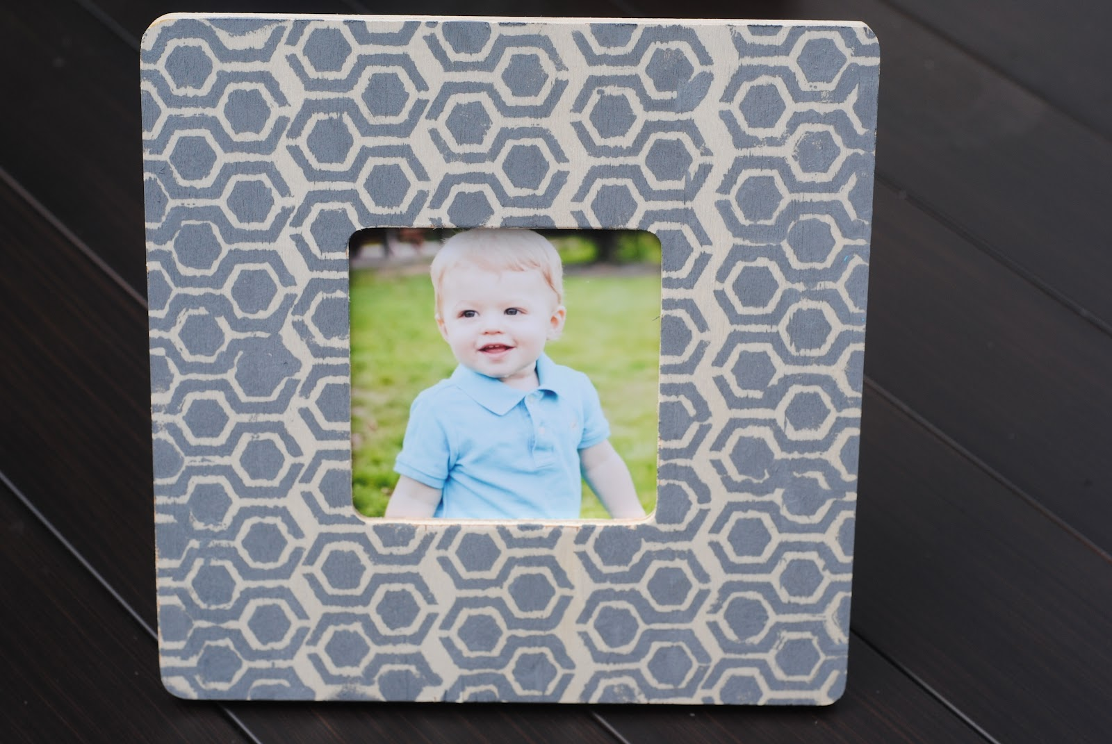 5 ways to decorate a craft frame kids craft ideas making lemonade craft idea 4 stenciled frame jeuxipadfo Image collections