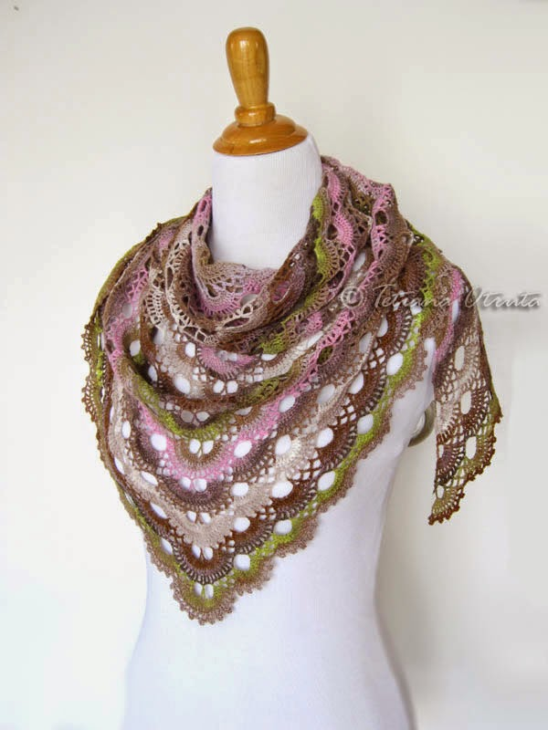 Scalloped Triangle Shawl Crochet Pattern : Rainbow Knitting: Scalloped Triangle Shawl