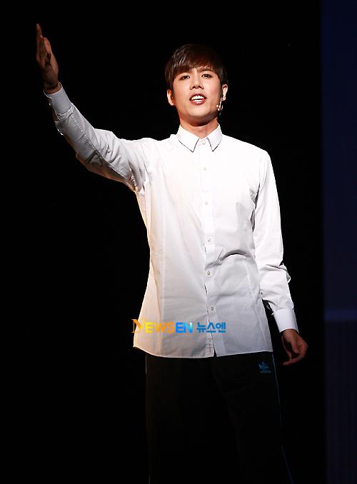 [MUSICAL] 08/04/2011 - KyuJong @ Goong Musical  - Page 4 KJ-Goong-media-08