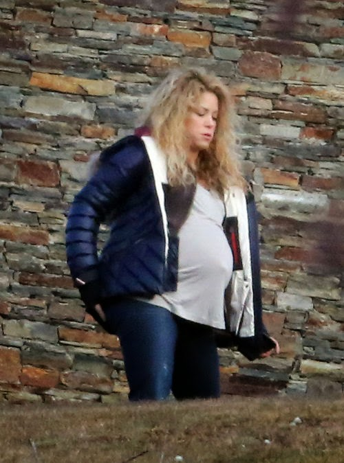 New Year's Ball: Shakira celebrates with mega-belly | Soon the 2nd child comes