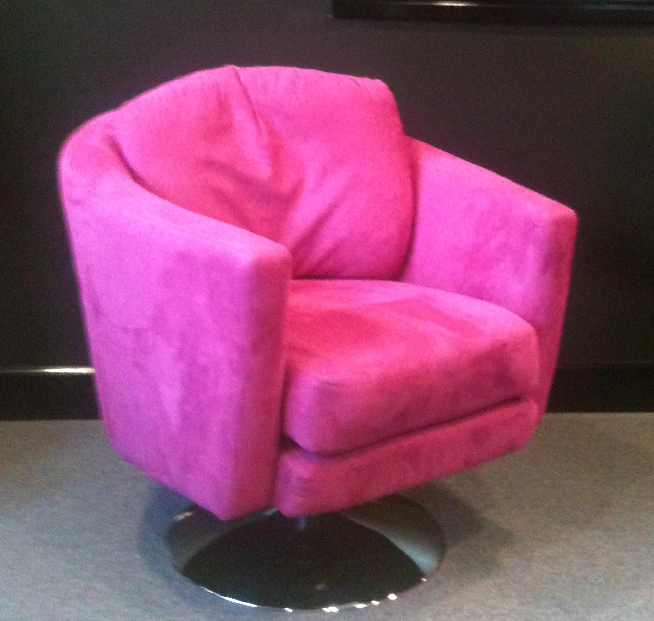 http://3.bp.blogspot.com/-XpS0nENzYaA/T8wQuqqRscI/AAAAAAAABE0/lhwAwsnfFnQ/s1600/The+Pink+Chair.JPG