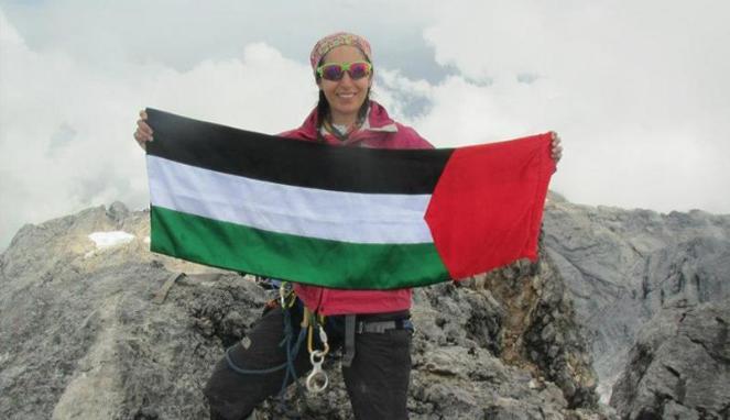 Wanita Palestina Pertama Pendaki 16 Gunung