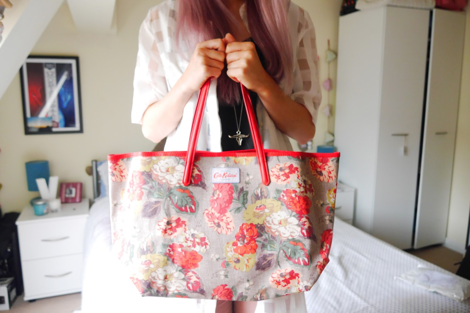 The Cath Kidston Tote - Whats in my bag?! - Inthefrow