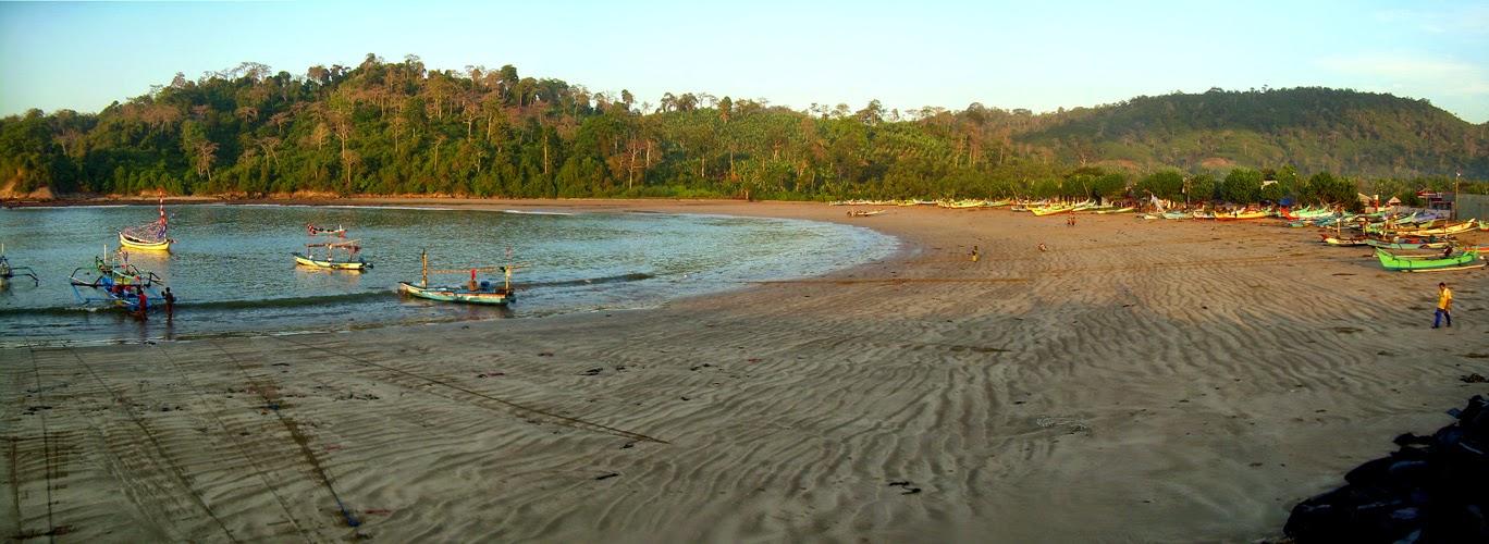 Wisata Pantai Pancer, Banyuwangi.