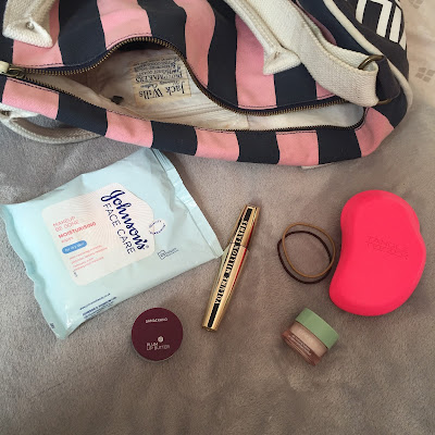 bobbles, brush, gym bag beauty essentials, gym bag girls tips, lip balm, mascara, moisturiser, wipes,