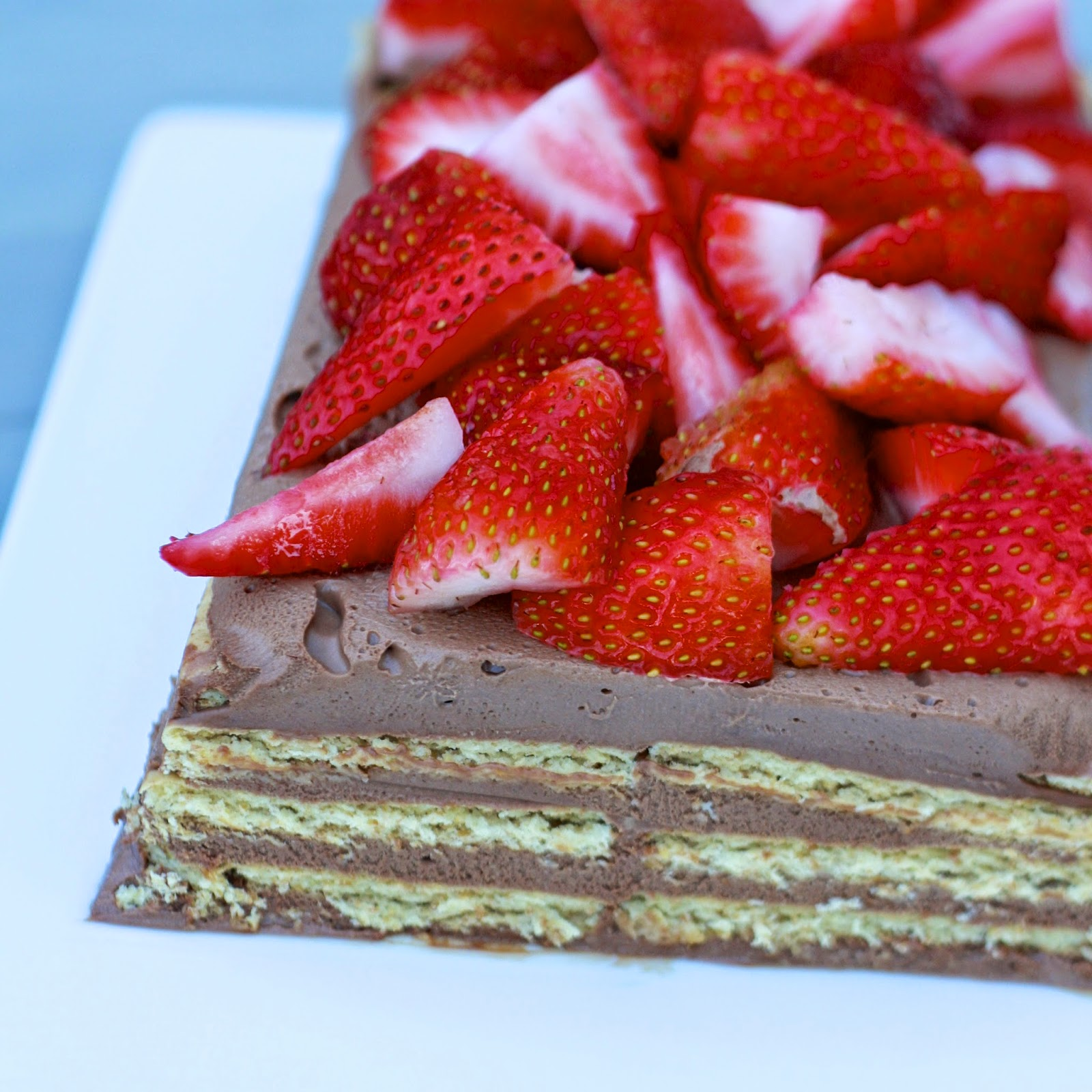 No Bake Chocolate Layered Cheesecake with Strawberries | The Sweets Life