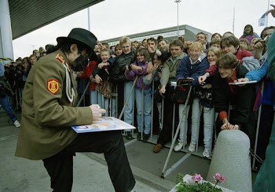 Como Michael Jackson amava seus fãs 163635_176205975746074_100000700198169_411588_2075170_n