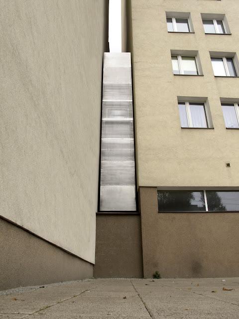 Самый узкий дом в мире - вид снаружи