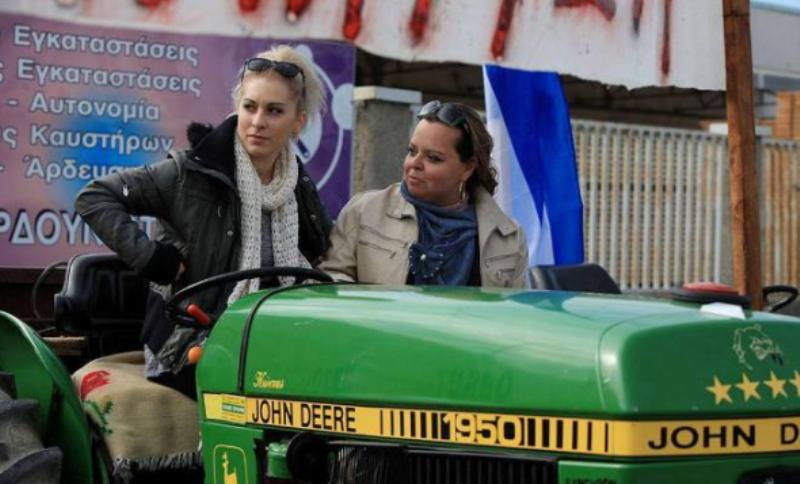 Η ξανθια αγροτισσα ΠΡΟΚΑΛΕΙ ΤΟΝ ΤΣΙΠΡΑ σε λογομαχία (Χειροκροτούν οι αγρότες σε ΟΛΗ ΤΗΝ ΕΛΛΑΔΑ)