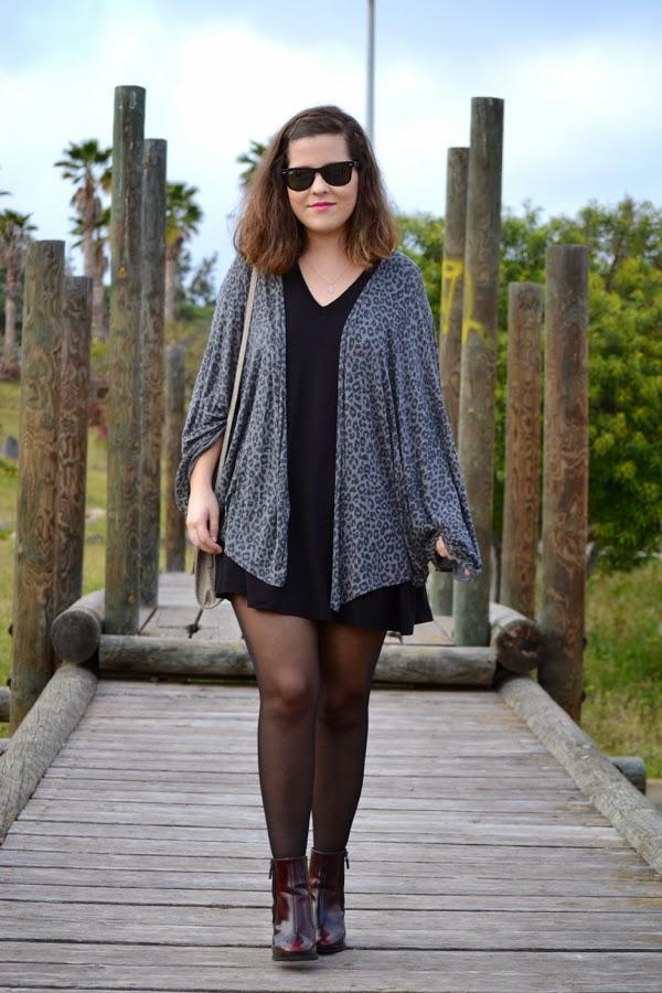 look_kimono_vestido_oversize_botines_burdeos_lolalolailo_06