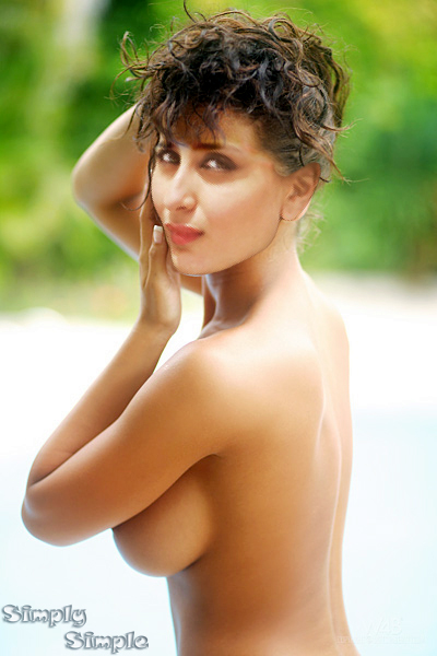 Kareena Kapoor Braless