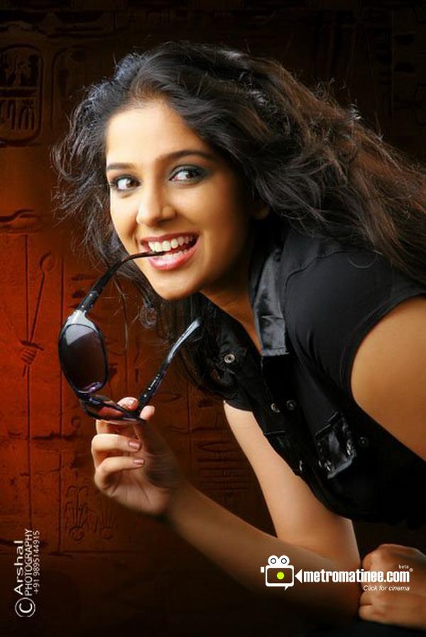 Malayalam actress Aparna Nair hot new photos in saree and ...