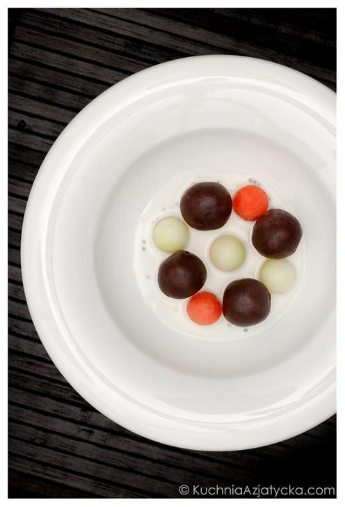 Pierożki z czarnego kleistego ryżu nadziewane czekoladą © KuchniaAzjatycka.com