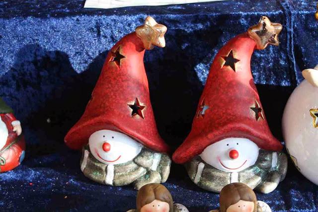 Niedlich oder: diese Weihnachtswichtel auf dem Weihnachtsmarkt am Mirabell-Platz in Salzburg © Copyright Monika Fuchs, TravelWorldOnline