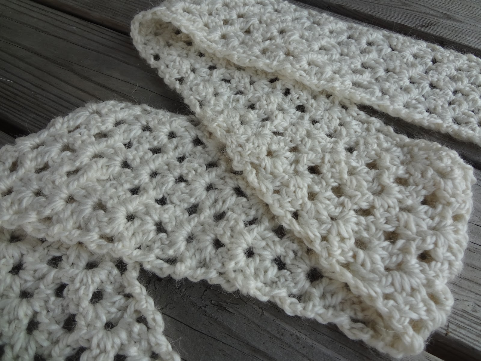 Crocheting Infinity Scarf For Beginners : Crochet Scarf Patterns