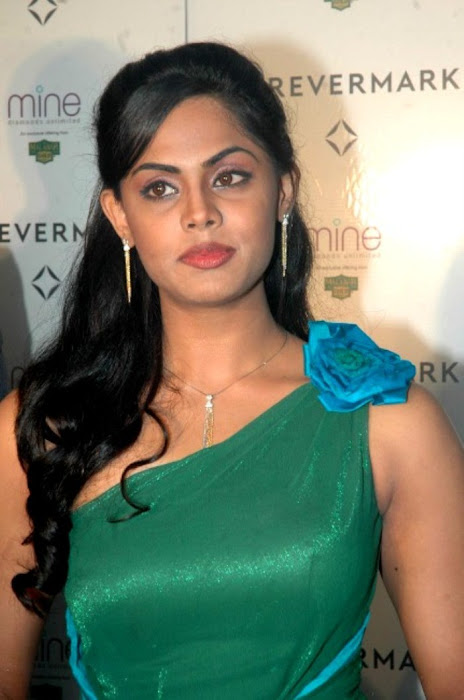 karthika nair from malabar diamond gold shop hot images