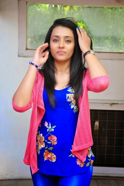 Trisha hot hd wallpapers in jeans