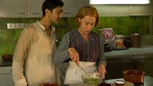Manish Dayal y Helen Mirren en Un viaje de diez metros