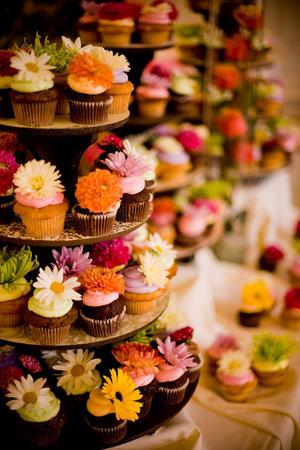 decorar cupcakes con flores naturales