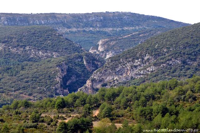 Desfiladero y ermita de Tobera desde castillo
