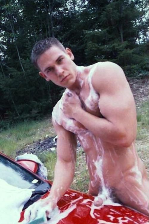 Фото парень голый моется