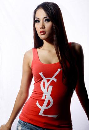 Profil artis,Dewi Charens,model panas,seksi