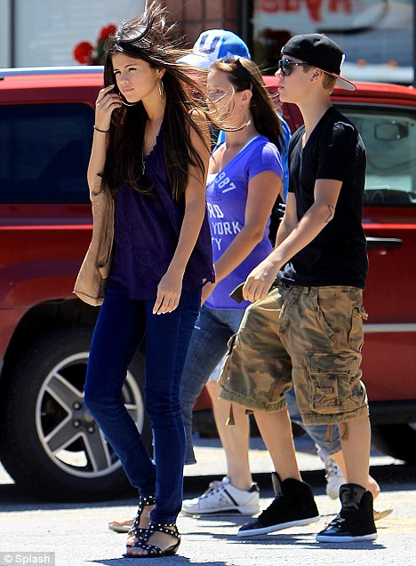 justin bieber and selena gomez at the beach together. the each together and put