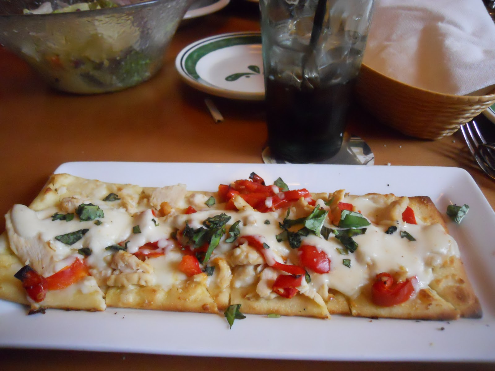Tasty trek olive garden for Olive garden chicken flatbread