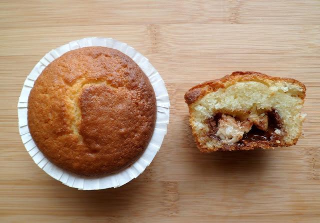 http://3.bp.blogspot.com/-XtF-n1e-PDw/UgfraSWHArI/AAAAAAAAEos/hKAc8BpOTp4/s640/Petits+cakes+aux+yaourt+et+mini+barres+2.JPG