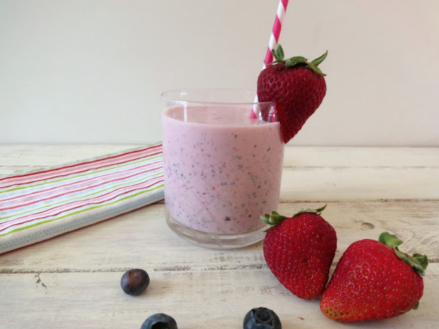 Berries and Oats Breakfast Smoothie