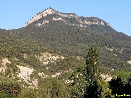 La Roca Tiraval des de l'església de Sant Esteve de Bagà. Autor: Ricard Badia