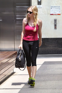 amanda-seyfried-in-tights-leaves-a-gym-in-west-hollywood-august-2012-_4.jpg