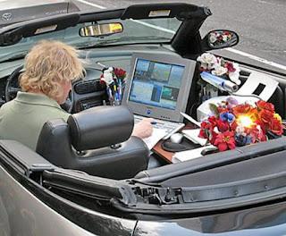 Escritorio ambulante no carro