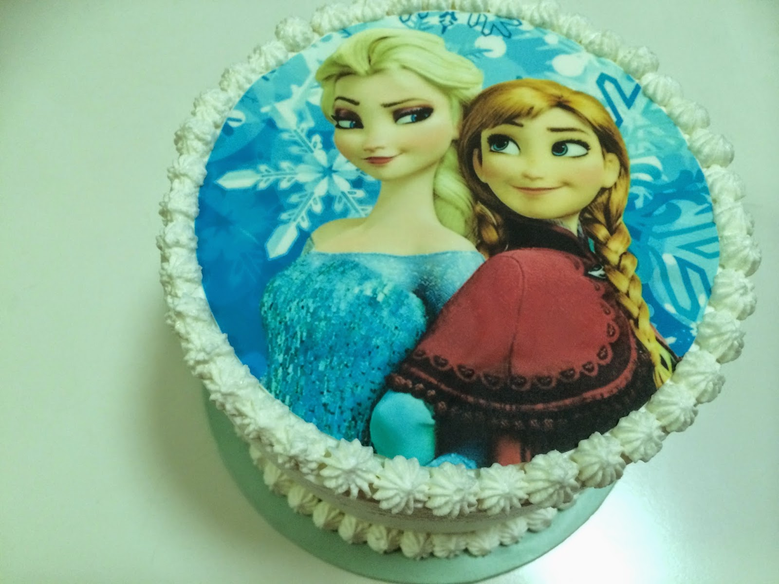 Jojo bakes!: Rainbow Pinata Frozen Cake
