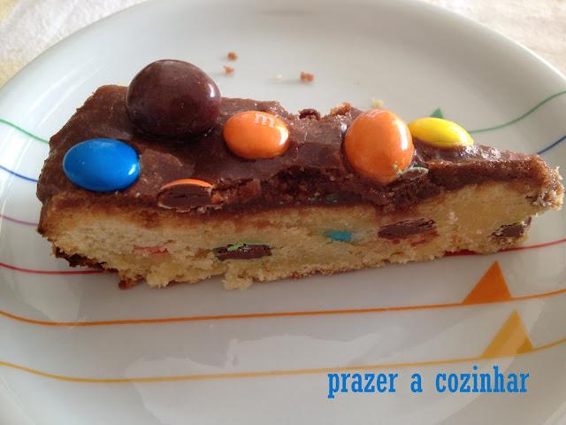 prazer a cozinhar - shortbread de M&Ms com cobertura de chocolate
