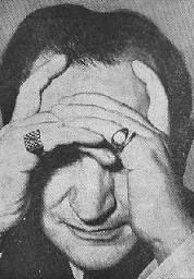 George Koltanowski con anillo de ajedrez