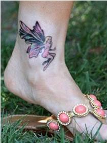 Tatuagem de fada no tornozelo