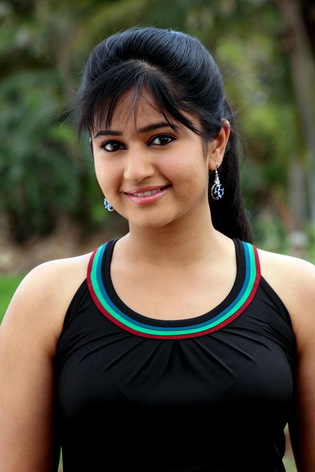 Celebrities Images Online: Poonam bajwa Most Beautiful Pics Shefali Sharma Hot
