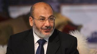 """صفوت حجازي يقود مسيرة للتنديد بحكم """"العسكري"""""""