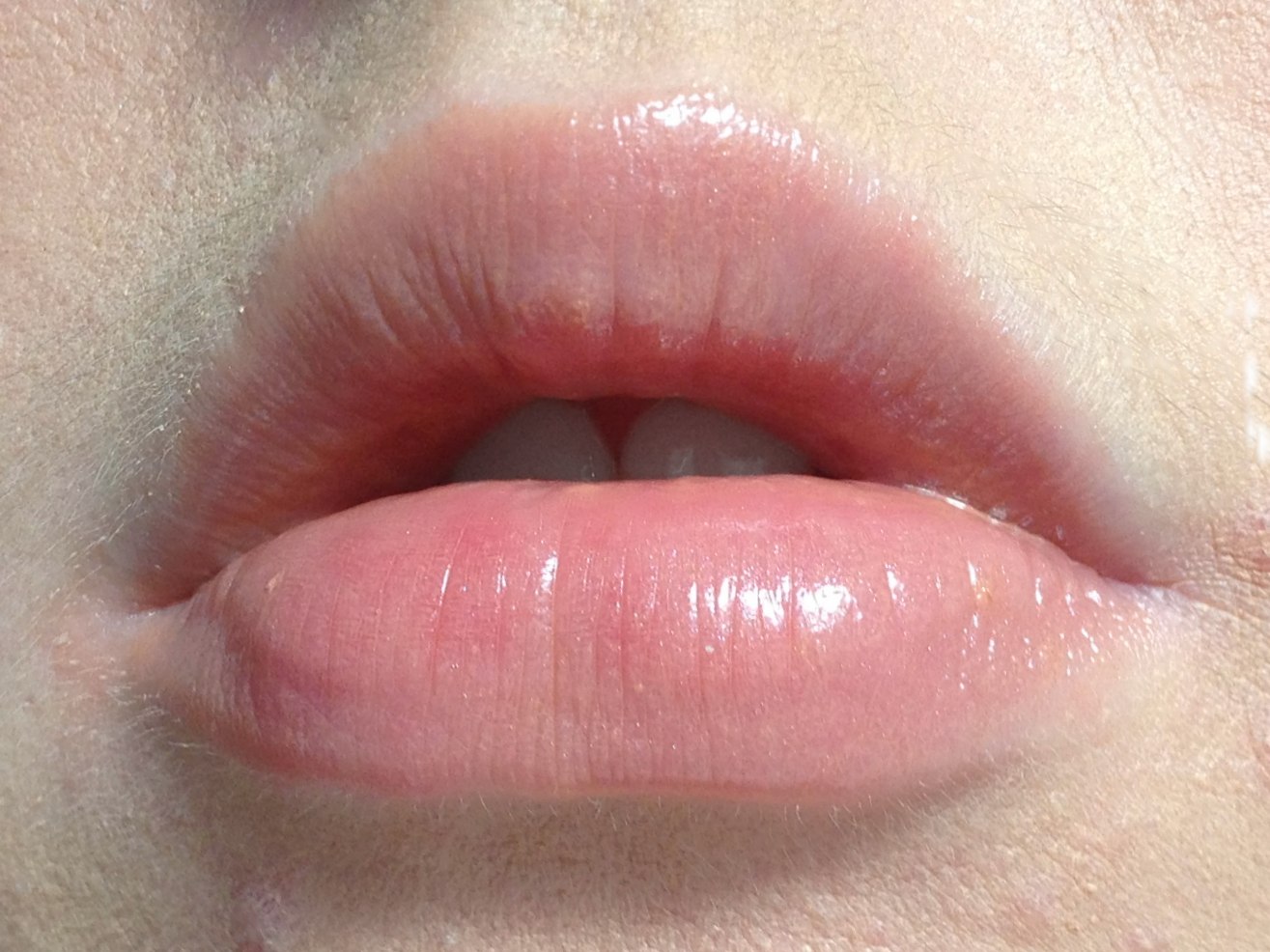 revlon-colorburst-lip-butter-creme-brulee-lip-swatch
