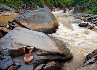 thieu nu nude tren rung xanh tay bac 002 Thiếu nữ nude trên rừng xanh Tây Bắc