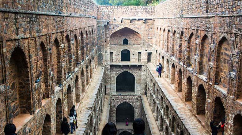 El baño con escalones Agrasen ki Baoli en Nueva Delhi