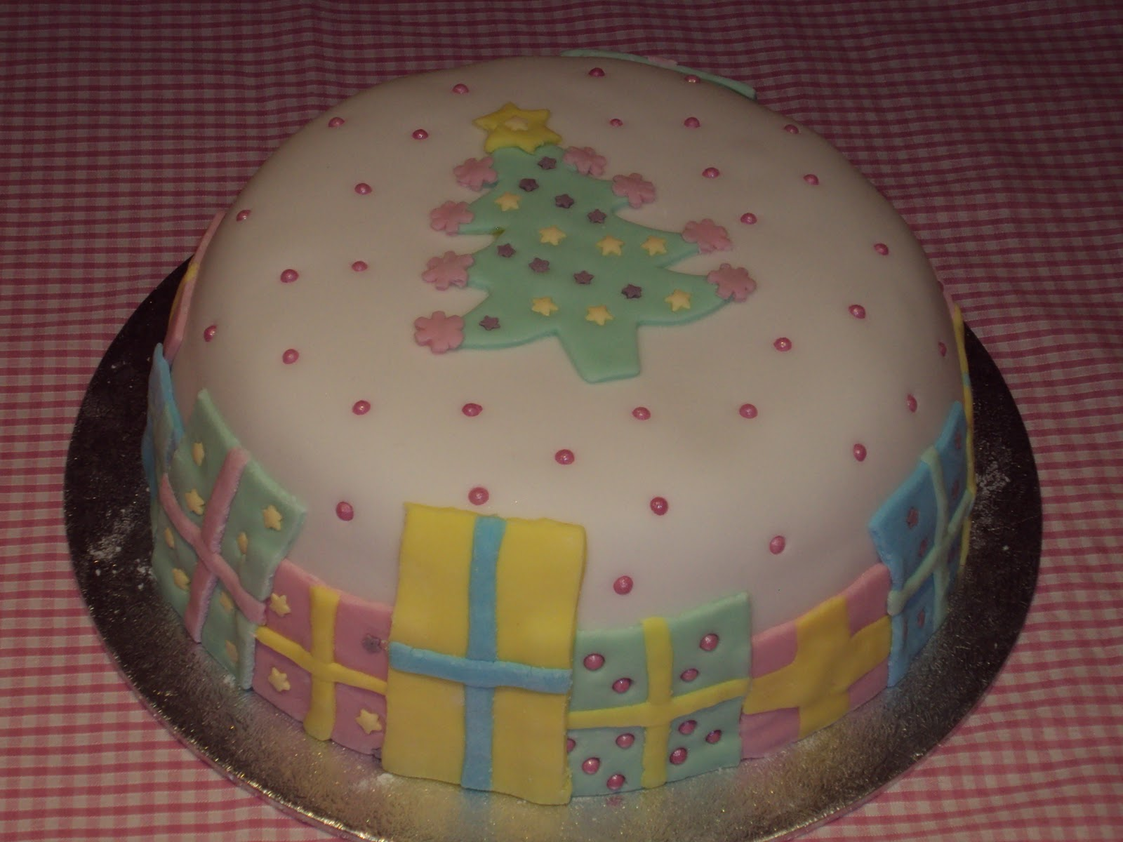 Christmas Cake Decorating Ideas Without Fondant : Belle s Bakehouse: