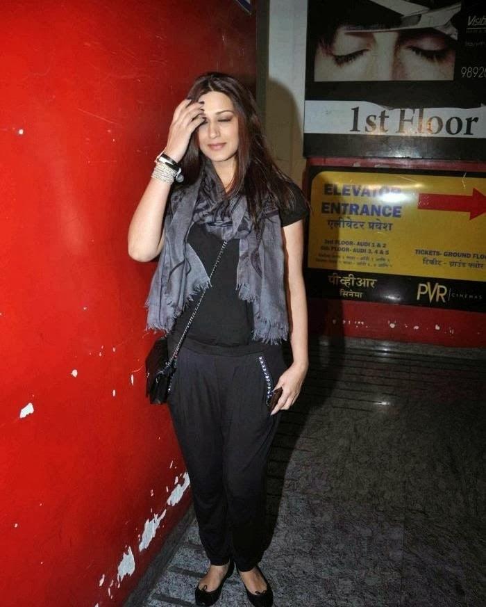 Sonali Bendre looks Hot in Black dress