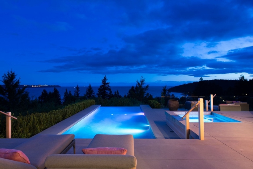 Swimming pool in Elegant modern house in west Vancouver, Canada
